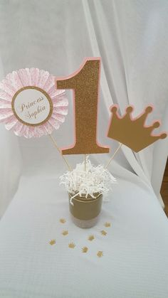 This listing is for 3 princess centerpiece picks. They are made of glitter card stock and regular card stock. You will get: (1) Number pick made of glitter card stock (1) personalized fan (1) gold shimmery crown  **Does no include mason jar or shredded paper  **Need it in different color or age? Contact us and we will be happy to help. *These are not double sided.