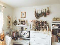 30 Awesome Minimalist Dorm Room Decor Inspirations on A Budget Minimalist Dorm, Minimalist Home Decor, Dining Room Inspiration, Room Tour, My New Room, Cozy House, Vintage Home Decor, Decoration, Dorm Room