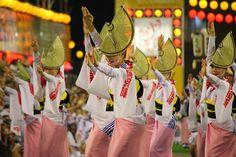 【徳島県 阿波おどり】徳島を代表するイベント。4日間の人出は約130万人、約10万人の踊り手が繰り出します。期間中は「踊る阿呆に見る阿呆、同じ阿呆なら踊らにゃそんそん」のお囃子どおりに、徳島市中心街一円が踊りの渦に巻き込まれます。 http://www.awanavi.jp/ #Tokushima_Japan #Setouchi