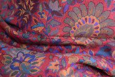 Khani vlnený šál určený pre pánov a dámy na celoročné nosenie. Šál vyrobený z jemnej vlny v Kašmíre, ktorý sa hodí ako módny doplnok. Indie, Blanket, Crochet, Chrochet, Crocheting, Blankets, Carpet, Ganchillo