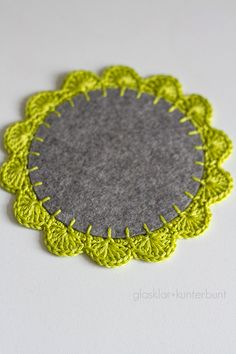 My second crochet tutorial is prepared! Right now it's about crochet borders. Solely braveness, as a result of the . Crochet Kitchen, Crochet Home, Love Crochet, Crochet Crafts, Yarn Crafts, Felt Crafts, Crochet Projects, Diy And Crafts, Diy Tricot Crochet