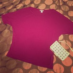 Burgundy bat wing top Size Medium This is a simple yet cute batwing T-shirt. The beautiful burgundy color is flattering on all skin types. Old navy. Can also fit a small. Make an offer or add it to a bundle for 20% off! Old Navy Tops Tees - Short Sleeve