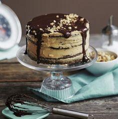 Maistuisiko Snickers- tai Pätkis-kakku? Tässä 7 ihanan överiä suklaapatukkakakkua | Me Naiset