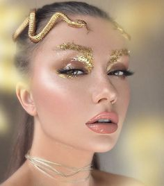 21 - 2019 - 2020 best makeup and nail polish samples - 1 Makeup is an application made with the help of cosmetic products to influence the beauty of a. Fairy Makeup, Makeup Art, Beauty Makeup, Mermaid Makeup, Eyeliner Trends, Makeup Trends, Make Up Looks, Maquillage Halloween, Halloween Makeup