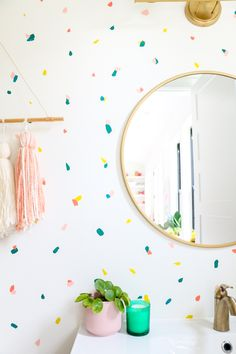 How to Paint a Terrazzo Confetti Accent Wall - A Kailo Chic Life Terrazzo, Confetti Wall, Room Wall Painting, Interior Wall Paintings, Kids Room Paint, Hand Painted Walls, Creative Walls, Home And Deco, Paint Designs