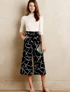 Euclidean Cropped Wide-Legs - - Better heels, instead Mode Outfits, Casual Outfits, Fashion Outfits, Womens Fashion, Trousers Women, Pants For Women, Clothes For Women, Cropped Trousers, Square Pants