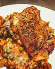 'Deconstructed paella': roasted crispy chicken portions with paella style rice 😍 If you have the time this weekend, this is an absolute winner. Crispy Chicken, Smoked Paprika, Paella, Chicken Wings, Roast, Rice, Stuffed Peppers, Recipes, Food