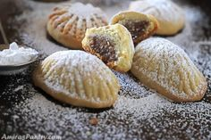 Eid Biscuit Recipes, Cookie Recipes, Eid Biscuits, Egyptian Desserts, Chinese New Year Cookies, Date Cookies, Baklava Recipe, Filled Cookies, Arabic Sweets