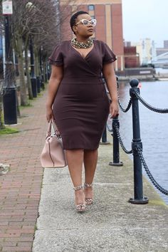 Brown side button midi dress still available from size UK 8 to UK 18 (US 4 to US This dress is available in yellow from size UK 8 to size UK 14 (US 4 to US left. Im wearing size UK in the picture). Please DM if interested. Plus Size Fashion For Women, Fashion Tips For Women, Plus Size Women, Plus Fashion, Fashion Brands, Petite Fashion, Xl Mode, Mode Plus, Plus Size Looks