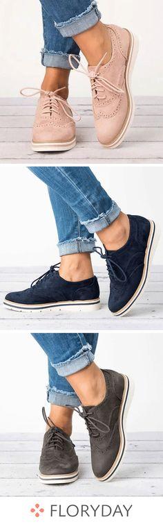 Débutez la semaine avec style grâce à une paire de chaussures plates roses.  Boutique De b83fa65cbc9