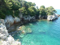 Hiking the French Riviera. The stunning Tour du Cap trail between Villefranche-sur-Mer and St-Jean-Cap-Ferrat.