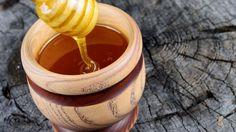 A méz egészségünkre gyakorolt hatását már nem kell ecsetelni: a sejtek táplálásához szükséges minden anyagot tartalmaz, emellett természetes immunerősítő, baktériumölő, gyulladásgátló. Moscow Mule Mugs, Honey, Tableware, Blog, Minden, Butler Pantry, Bees, Thanks, Friends