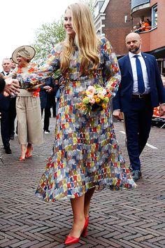 - Prinses Amalia draagt jurk van Natan op Koningsdag – Blauw Bloed Princess Amalia wears dress from Natan on King's Day – Blue Blood # king's day # Natat Dutch Princess, Dutch Queen, Royal Princess, Lady Elizabeth, Dutch Royalty, Casa Real, Danish Royal Family, Adele, Royal Engagement