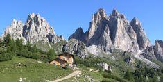 Il Rifugio Città di Carpi con dietro i Cadini di Misurina Trekking, Italy Landscape, Landscape Design, Northern Italy, Italy Vacation, Alps, Places To Go, Cruise, Beautiful Places
