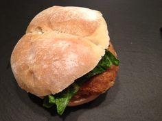 Burger de saumon http://www.mamanentablier.com/recette/burger-de-saumon/