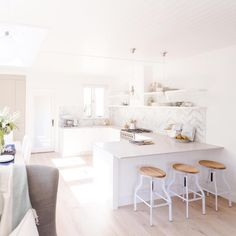 I love how open and light this is Diy Kitchen Decor, Kitchen Styling, Interior Design Kitchen, Kitchen Ideas, Home Decor, Island Kitchen, Kitchen Dining, Dream Kitchens, Home Kitchens