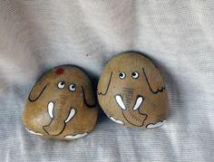 QQ249635143石趣部落原创手绘石头 可爱情侣象