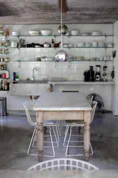 Look We Love: Traditional Table + Modern Chairs New Kitchen, Kitchen Interior, Kitchen Dining, Eclectic Kitchen, Copper Kitchen, Deco Restaurant, Cuisines Design, My New Room, Dining Area