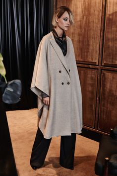 Max Mara Pre-Fall 2016 Collection Photos - Vogue