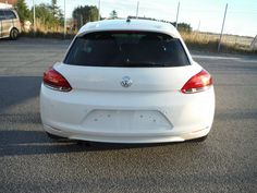 Volkswagen Scirocco 1.4 TSI 160 CV - Anno: 2008 tempo di registrazione: 15.10.2008 Km.misura: 69 000 km Manutenzione: la Storia di servizio Colore: Bianco Colore interno: nero in pelle parziale Cambio: Manuale Ruota: Trazione Anteriore Tipo Di Carburante: Benzina Potenza: 160 Cv Motore: 1.4 l Emissioni CO2: 154 g/km Numero di posti... - http://www.ilcirotano.it/annunci/ads/volkswagen-scirocco-1-4-tsi-160-cv/