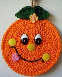 Crochet Happy Orange, wall deco, by Jerre Lollman Crochet Kitchen, Crochet Home, Crochet Crafts, Crochet Projects, Crochet Potholders, Crochet Granny, Crochet Doilies, Crochet Hot Pads, Cute Crochet