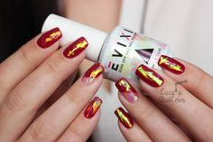 Shattered Glass & Negative Space Gel Polish Nails with Evixi Gel & video tutorial at http://www.lucysstash.com/2015/12/shattered-glass-negative-space-gel-polish-nails-with-evixi-gel.html
