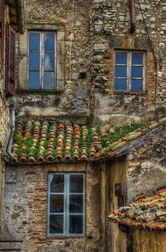 Fara in Sabina, Rieti Lazio Italy Old Windows, Windows And Doors, Roof Tiles, Photos Voyages, Old Doors, Stone Houses, Beautiful Buildings, Old Houses, House Styles