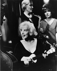"""Loved this scene from """"Some Like it Hot!"""" #marilyn"""