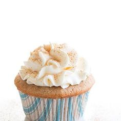 Snickerdoodle Cupcakes... I need to make these for my mom. She loves snickerdoodle!