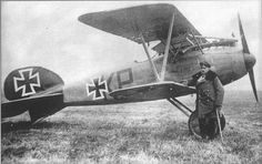 Albatros D.III (OAW) with Vfw Kurt Petzinna, Jasta 32b, August 1917 - Crashed during take-off, near TORHUT-REVISNE, 3 September 1917 Ww2 Aircraft, Fighter Aircraft, Fighter Jets, Luftwaffe, Ww1 Pictures, Air Planes, Vintage Airplanes, Military Jets, World War One