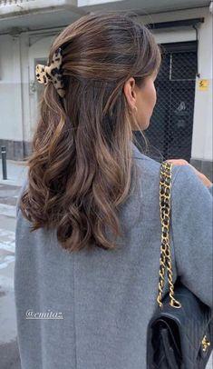 SHOP THE LOOK : HAIR CLIPS ON AMAZON Brown Hair Balayage, Hair Color Balayage, Hair Highlights, Light Brown Hair, Dark Hair, Summer Brown Hair, Pretty Brown Hair, Medium Hair Styles, Curly Hair Styles