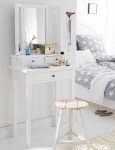 Tocador blanco para espacios pequeños