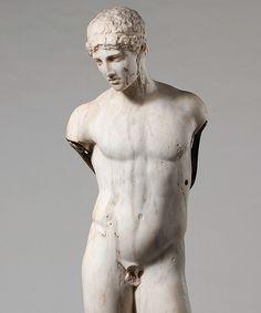 Estatua de mármol de un joven (s. I d.C.). Copia romana de un original griego del s. V a.C.