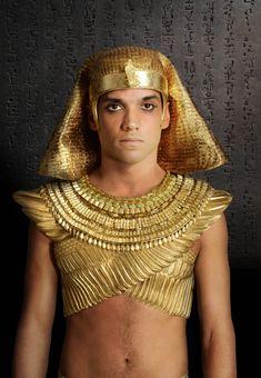 Reece Ritchie as Pharaoh Shai Kanahkt Ancient Egyptian Costume, Egyptian Movies, Egyptian Eye Makeup, Goddess Costume, Movie Costumes, Diy Costumes, Halloween Kostüm, Halloween Costumes, Hollywood Fashion