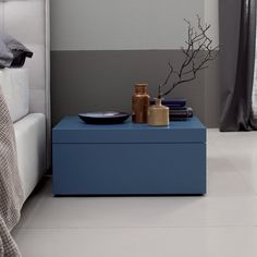 Comodino laccato Lorde, Bedside Cabinet, Floating Nightstand, Interiors, Modern, Table, Closet, Accessories, Furniture