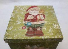 Caixa de Natal, que pode ser usada também como porta panetone !  Ideal para Presentear ou deixar sua mesa de Natal ainda mais linda !  PRONTA ENTREGA - Natal ! R$ 60,00