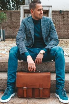 """Our bag IDAHO is made of Soft Class leather. This """"finished"""" leather is coloured in a unique way - this gives the leather a smooth and 'clean' look. Furthermore, it is finished with high-quality details. 👌 #TheChesterfieldBrand #chesterfieldbags #mychesterfieldbag #leather #leatherbusinessbag #businessbag #werktas #Aktentaschen #lerentas #brand #brandspirit #autumn #success #nature #Urban #coffee #positief #zon #happy #Assen #ootd #motivationalquote #honouryoursuccess #positivity #fall #Ida Leather Laptop Bag, Laptop Bags, Leather Briefcase, Leather Bag, The Ch, Briefcases, Autumn, Fall, Idaho"""