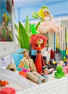 Nuestras Dolls también son mujeres  trabajadoras y os quieren felicitar a todas en vuestro día! #8deMarzo