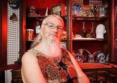Ok ok .. one lady belongs in here,Vivian Wheeler US with worlds longest beard on a lady 306,0192 cm