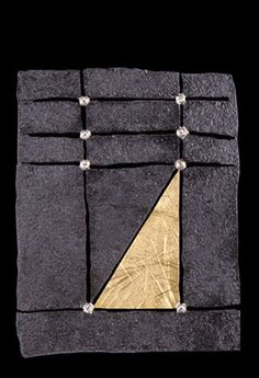 Pat Flynn- Rectangle Monolith with Gold Triangle. Iron, 18K Gold, Platinum, Diamonds Fer, or platine , diamants