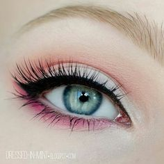 eye make-up eyeliner and black mascara with eyeshadow in pink and coral Pretty Makeup, Love Makeup, Makeup Looks, Awesome Makeup, Simple Makeup, Girls Makeup, Normal Makeup, Makeup Style, Gorgeous Makeup