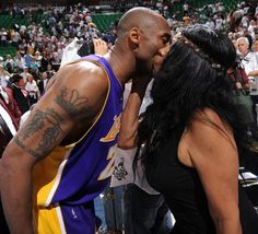 Nicknamed the 'Black Mamba,' hopefully Kobe Bryant inflicts a paralyzing bite on his villainous mother in a Jersey courtroom Kobe Bryant Family, Kobe Bryant 24, Kobe Brynt, Kobe Bryant Quotes, Kobe Bryant Pictures, Kobe Mamba, Vanessa Bryant, Bryant Lakers, Celebrity Siblings