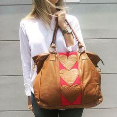 cartera-carteras-carteras de cuero-carteras de moda- carteras Peru-carteras Lima- carteras en oferta-handbags-bags-fashion bags-leather bags-PLUMSHOPONLINE.COM - Date el gusto! Cartera de cuero RANIA en beige con fucsia  Consíguela AHORA con Descuento en la tienda online de PLUM:  http://ift.tt/2wuLh9b