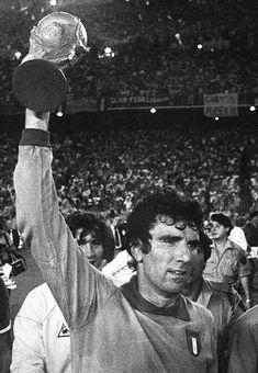 Dino Zoff, arquero italiano campeon de la Copa Mundial de 1982, de larga carrera en la Serie A italiana