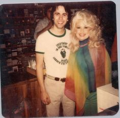 Dolly Parton Pictures, Pop Charts, Hello Dolly, Vintage Colors, American Singers, Pop Music, Country Music, Actresses, Stars