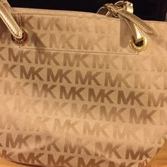 Authentic MK In good conditions. Normal wear no noticeable wear. Price is negotiable (: use the offering botton. Michael Kors Bags Totes