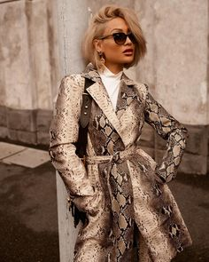 And the snake print obsession continues. Fashion Themes, Fashion Prints, Fashion Outfits, Fashion Design, Fashion Line, Daily Fashion, Fashion Models, Casual Street Style, Street Chic