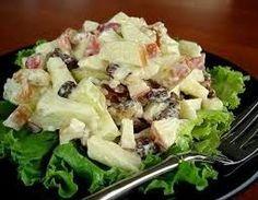 Esta salada é conhecida em todo o mundo e é feita à base de maçã verde, salsão e nozes.Foi criada pelo cozinheiro francês Escoffier...