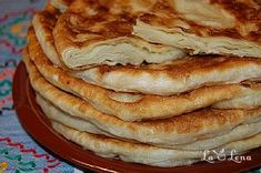 Plăcintă- pastry filled with soft cheese or apple Sweets Recipes, Cooking Recipes, Desserts, Romanian Food, Romanian Recipes, Apple Filling, Pastry And Bakery, Cook At Home, Lunch Snacks