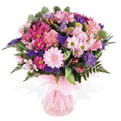 Renkli kır çiçeklerinden oluşan buket